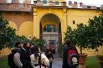 Teacher Chiara leads an activity of Scuola Toscana