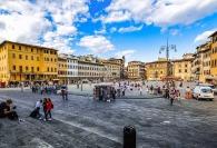 Santa-croce-turisten-Florenz